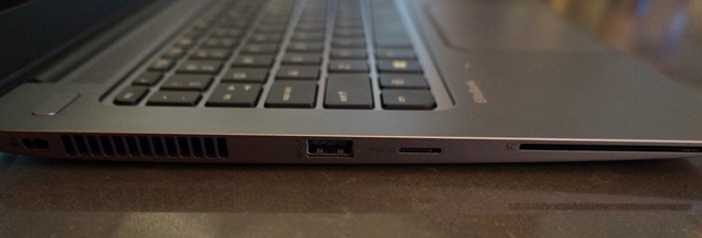 The left side inputs on the EliteBook 1040 G1